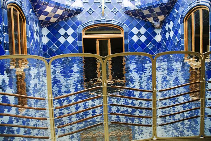 Interior-design-by-Antoni-Gaudi